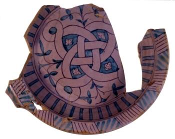Catino in ceramica smaltata della metà del XIV secolo